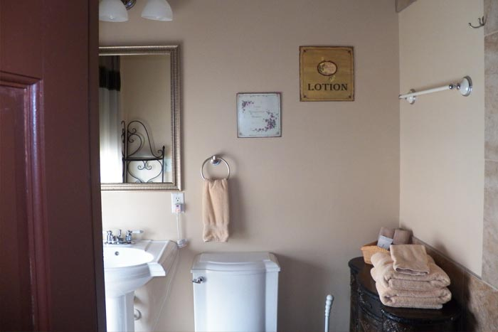 Room9-Bathroom1