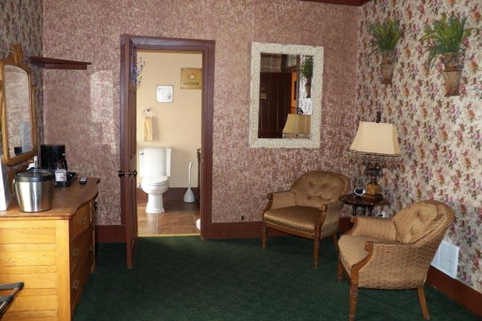 Room9-Sitting1
