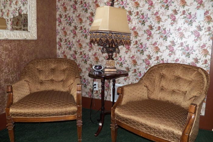 Room9-Sitting2